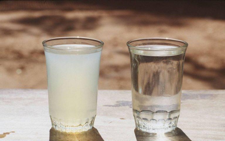 გაწმინდეთ წყალი ყოველგვარი სპეციალური ფილტრის გარეშე სახლის პირობებში